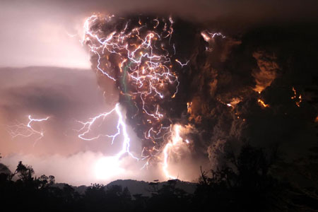 amazing photo volcano eruption lightning